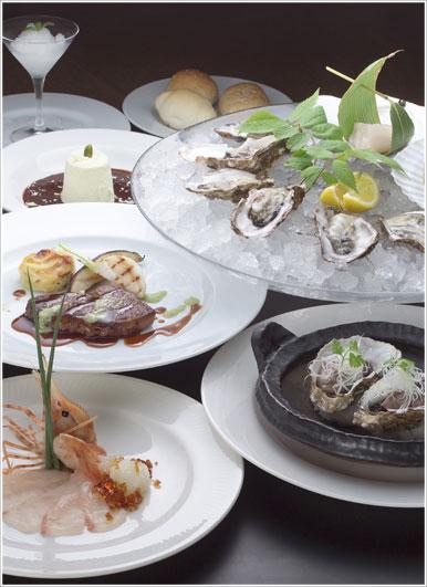 北の大地と海が育んだ素材で作る洗練された和洋折衷のコース料理をご堪能ください。